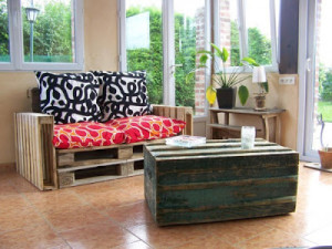 easy to made sofa pallet 300x225 DIY Pallet Furniture: Easy to do pallet sofa