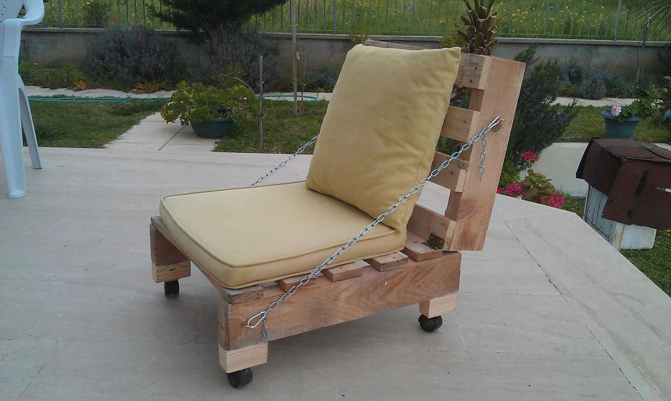 Make your own folding chairdiy pallet furniture diy for Fabricacion de sillon de jardin en palet