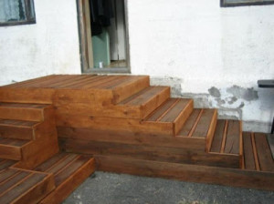 wooden flooring pallets DIY 5 300x224 Do a wooden deck with pallets
