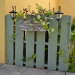 Make a fence with recycled pallets