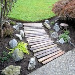 Build your own garden path with pallets
