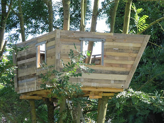 pallet tree house 6 Pallet tree house for our children