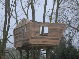 pallet tree house 7 Pallet tree house for our children