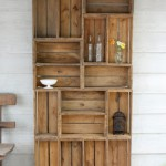 Bookcase construction with wooden pallets