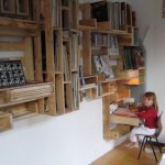 Super cool shelf made ​​with pallets