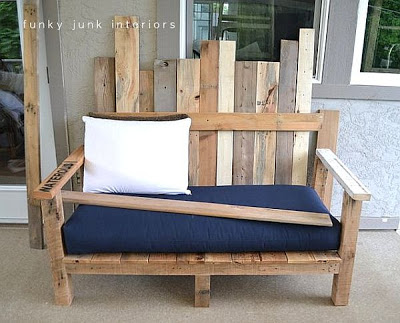 A sofa for your garden made of pallets