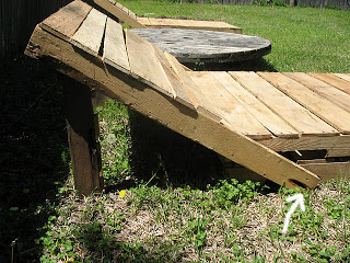 Build some lounge chairs for your garden with pallets_5