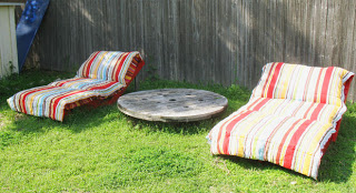 Build some lounge chairs for your garden with pallets_8