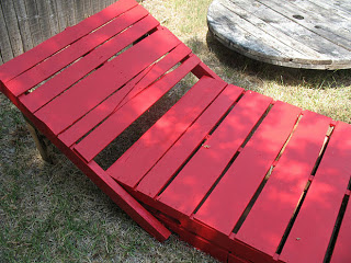 Build some lounge chairs for your garden with pallets_9