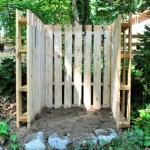Build with pallets a deposit trash or compost bin for your garden