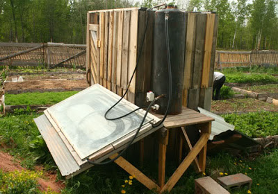 Build_a_solar_shower_with_pallets_2
