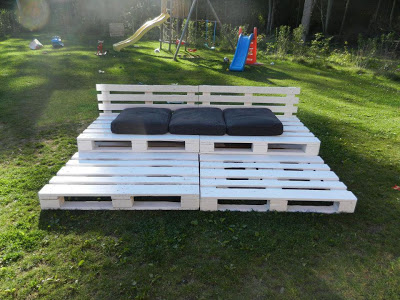 Chill-out_grandstand_made ​_of_recycled_wooden_pallets