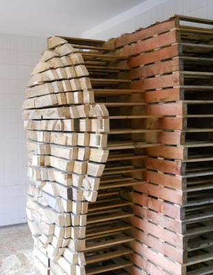 DIY_Human_head_design_made_of_wooden_pallets_2