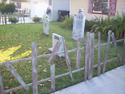 Decorate your garden on Halloween with a cemetery made of pallets_2