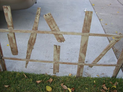 Decorate your garden on Halloween with a cemetery made of pallets_4