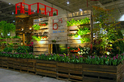 Garden structure made ​​of 100 pallets wood in the Bloom Festival in Toronto