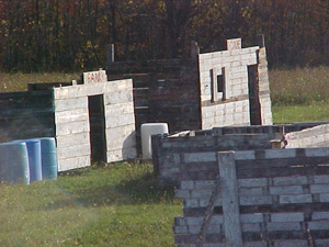 Make a paintball court with some recycled pallets_3