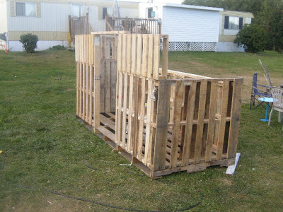 Make a paintball court with some recycled pallets_4