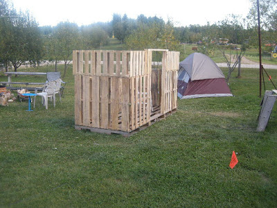 Make a paintball court with some recycled pallets_5