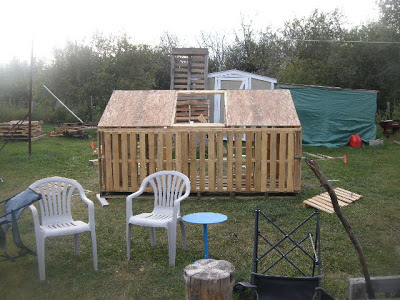 Make a paintball court with some recycled pallets_6
