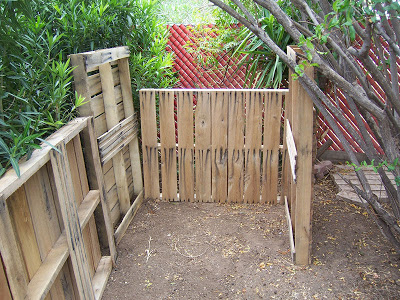 Make homemade composter with wooden pallets_3