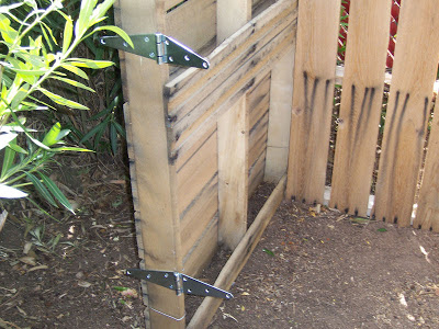 Make homemade composter with wooden pallets_5
