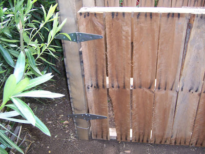 Make homemade composter with wooden pallets_6