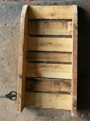 Make your own sled with a wooden pallet_8