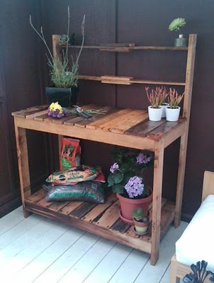 Outdoor workwench for your garden made of wooden pallets