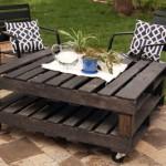 DIY outdoor pallet table for the garden