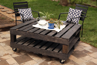 Outside pallet table for the garden