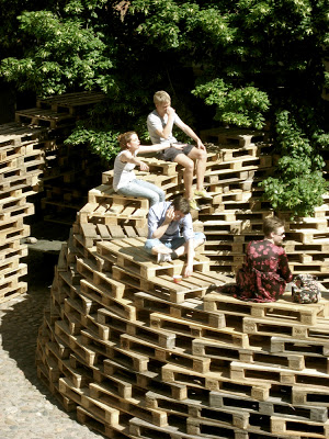 Pavilion made of pallets ​​by the students of the Aarhus School of Architecture_4