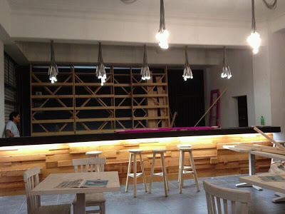 Pub La Emolientería in Lima Peru completely furnished with furniture made ​​from wooden pallets_3