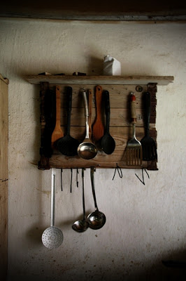 Rustic hanger for your kitchen utensils_2