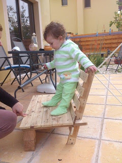 Small chair design for your kids made ​​of wooden pallets_3