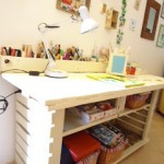 Wine expert office furnished with DIY pallet furniture