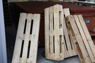pallet_Armchairs_coffee_table_2