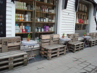 wooden_bench_made_with_pallets