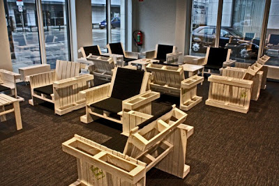 Armchairs built with wooden pallets2