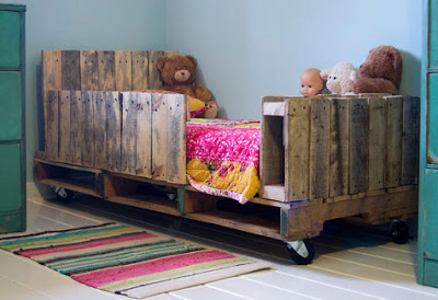 Cheap childrens bedroom made with pallets8