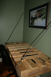 Hanging desktop made of pallets7