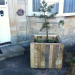 How to make an outdoor planter with wooden pallets