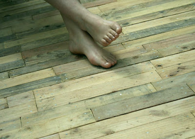 wooden flooring made of pallets_2