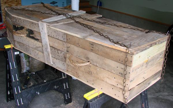 Lowcost Coffin made ​​of wooden pallets