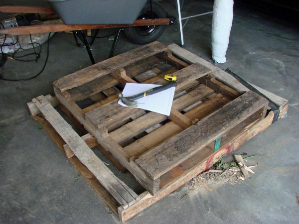 Lowcost Coffin made ​​of wooden pallets2