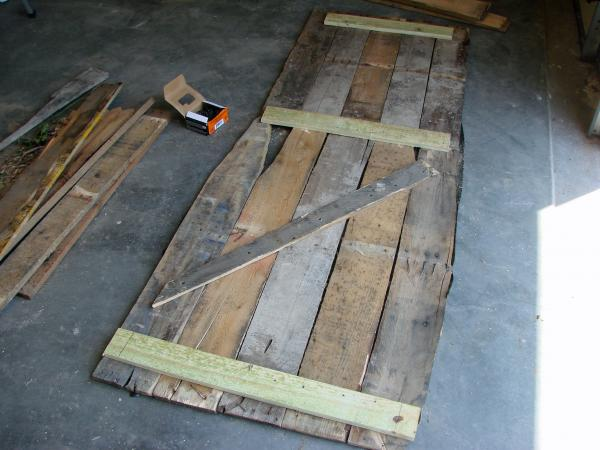 Lowcost Coffin made ​​of wooden pallets4