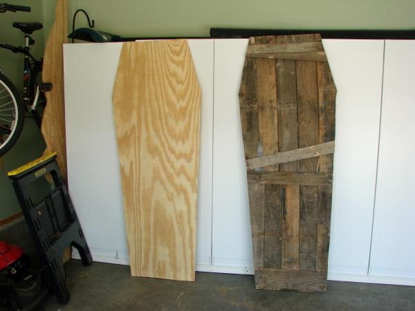 Lowcost Coffin made ​​of wooden pallets6