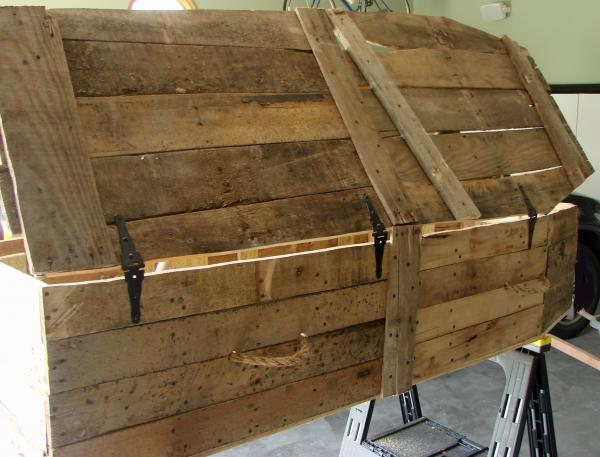 Lowcost Coffin made ​​of wooden pallets9