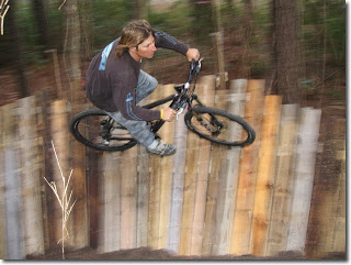 Bikes circuit built ​​with wooden pallets