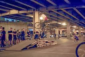 Bikes circuit built ​​with wooden pallets7 Bikes circuit built ​​with wooden pallets